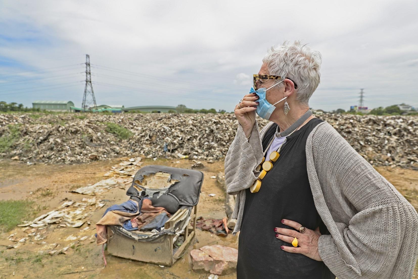 Ronni Kahn at landfill site in Thailand_image credit Bruno Kataoka_Food Fighter film